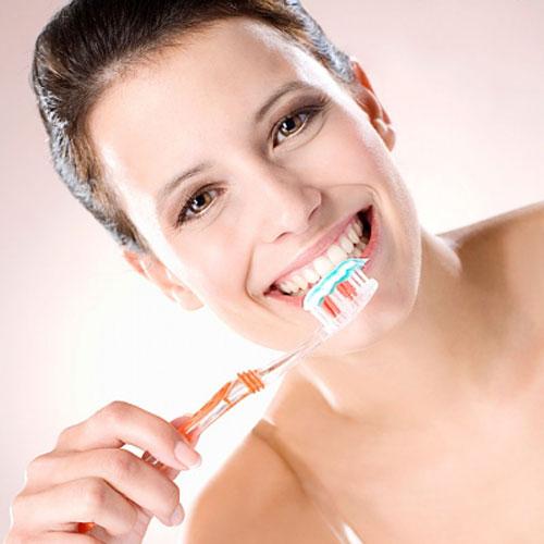 Niềng răng mặt trong giá bao nhiêu ?