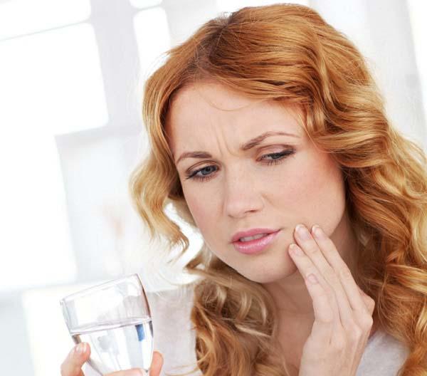 Bọc răng sứ bị cộm phải làm sao?